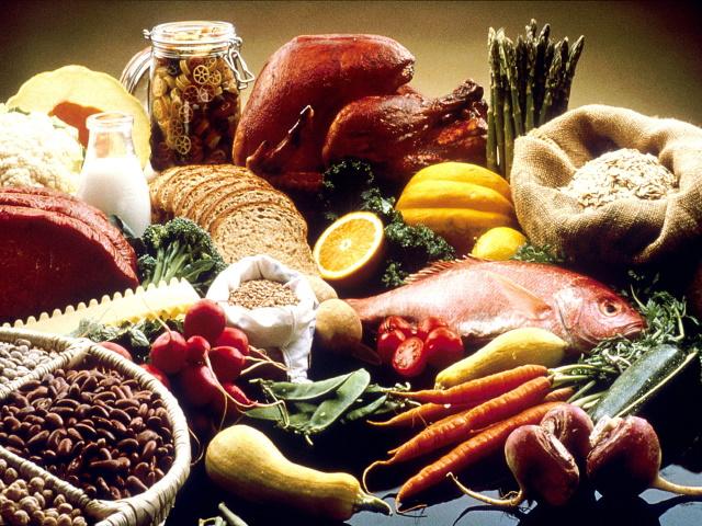 fornecem-nutrientes-utilizados-pelo-nosso-organismo-ricos-em-minerais-objetos-feijão-piramide-alimentar